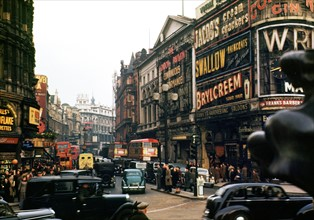 London; Piccadilly Circus. 1949