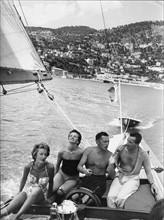 Gianni et Marella Agnelli sur le Tomahawk, leur premier bateau - juil.  1957