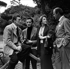 Bill Marshall, Kirk Douglas, Micheline Presles et Benno Graziani