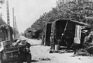 Equipement militaire laissé sur le bord de la route au cours de l'évacuation de Dunkerque