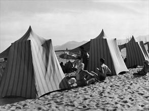 Sur la plage à Antibes, 1938