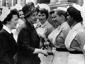 Yvonne de Gaulle en visite officielle en Grande-Bretagne, 1960
