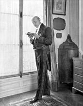 Henri de Régnier en costume d'académicien (1912)