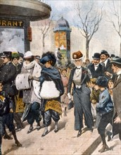 Les femmes en pantalon sont montrées du doigt dans les rues de Paris (1911)