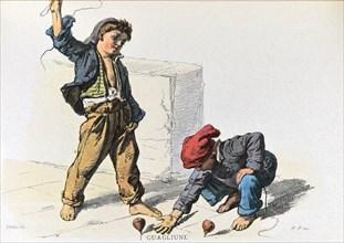 Enfants de Naples jouant à la toupie dans la rue