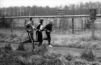 British soldiers organise a race around Berlin Wall