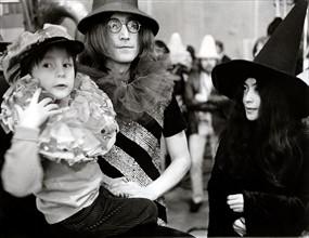 John LENNON mit Sohn Julian und Yoko ONO 1968