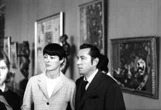 Bernard et Annabel Buffet dans un musée