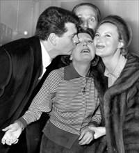 Piaf entre Henri Vidal et Michèle Morgan, février 1958