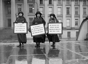 Three Women Picketing in Memory of Irish Dead, Protest of U.S. Loans to England, Washington DC, USA, Harris & Ewing, 1923