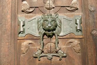 France, Haute Normandie, Seine Maritime, Rouen, eglise saint Maclou, portail central, heurtoir de port, lion, bronze,