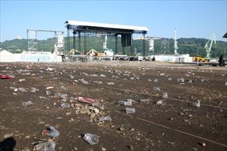 France, Haute Normandie, Seine maritime, vallee de la Seine, armada 2008, detritus, ordures, gobelets, pollution, apres le concert d'Iggy Pop,