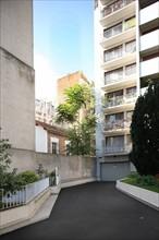 France, Ile de France, paris 20e arrondissement, 51 rue des prairies, immeuble recule, le grand recul laisse entrevoir l'ilot,