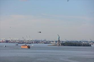 usa, etat de New York, New York City, Manhattan, brooklyn, pont de brooklyn bridge, pietons, vehicules, jogging, circulation, pointe de Manhattan, statue de la liberte, port, helicopteres,