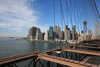 usa, etat de New York, New York City, Manhattan, brooklyn, pont de brooklyn bridge, pietons, vehicules, jogging, circulation, pointe de Manhattan, statue de la liberte,