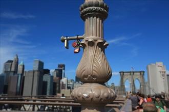 usa, etat de New York, New York City, Manhattan, brooklyn, pont de brooklyn bridge, pietons, vehicules, jogging, circulation, pointe de Manhattan, cadenas,