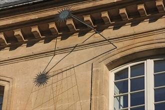 France, ile de france, paris 3e arrondissement, le marais, 79 rue du temple, hotel de montmort, facade sur cour, detail meridienne, cadran solaire,  Date : 2011-2012