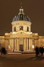 France, ile de france, paris 6e arrondissement, quai de conti et pont des arts, institut de france, coupole, academie francaise. Date : 2011-2012