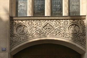 France, ile de france, paris  9e arrondissement, 25 rue blanche, facade de l'eglise evangelique allemande, detail bas relief  Date : 2011-2012