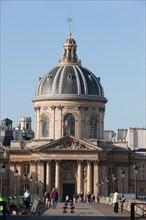 France, Ile de France, Paris 6e arrondissement, quai de Conti et pont des Arts, Institut de France, coupole, Academie Francaise, College des Quatre-Nations,