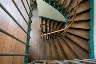 Escalier d'un immeuble parisien