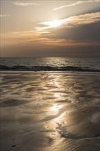 Trouville sur Mer, Kite surf au soleil couchant