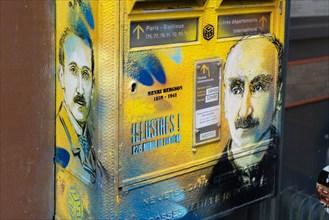 Paris, boite aux lettres peinte d'un portrait d'Henri Bergson