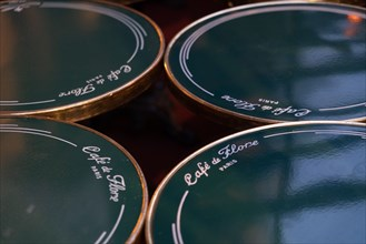 Paris, Café de Flore fermé pour cause d'épidémie de coronavirus