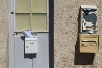 Porte et boîtes aux lettres