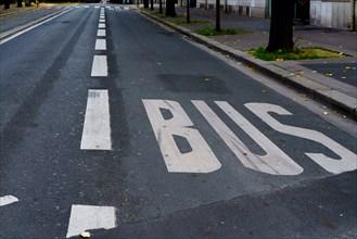 Paris, rue déserte pendant le 2e confinement pour cause de pandémie Covid-19