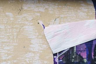 Paris, détail d'une affiche qui se décolle