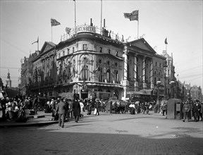 The London Pavilion Theatre, Piccadilly Circus, London, 1902