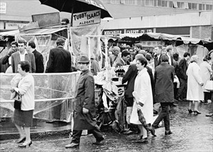 Tubby Isaacs' stall, Middlesex Street, Aldgate, London, (1960s?). Artist: Unknown