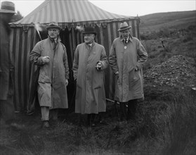 Alderman GF Fosdyke, Sir William Graham and Sir Julian Orde, Caerphilly Hillclimb, Wales, 1922. Artist: Bill Brunell.