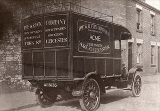 Delivery van, Leicester, 1918. Artist: Unknown