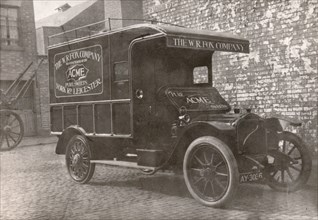 Delivery van, Leicester, Leicestershire, 1918. Artist: Unknown
