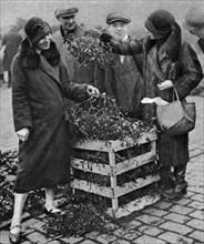 Women choosing bunches of mistletoe, Caledonian Market, London, 1926-1927. Artist: Unknown