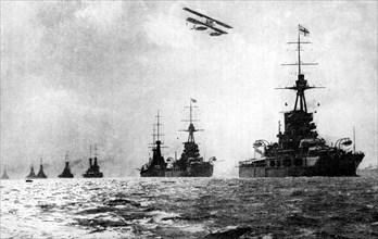 Dreadnoughts and hydroplane, British Grand Fleet, North Sea, First World War, 1914. Artist: Unknown