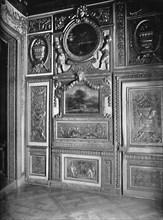 'State Bedroom, Showing Alcove  - H¶tel Lauzun', 1903. Artist: Unknown.