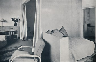 'A studio living-room in one of the Isokon Lawn Road Flats, Hampstead, London', 1936. Artist: Unknown.