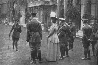 'H.M. King George V and Queen Mary on the Eastern Lawns, 25th August 1915, (1939). Artist: Unknown.
