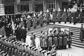 Sir Winston Churchill's coffin arrives at St Paul's Cathedral, 30th January 1965. Artist: Unknown