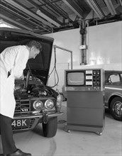 Laycock Auto Analyser 600 being used on an early 1970's Rover V8, 1972. Artist: Michael Walters