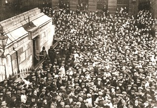 A mass of spectators at the Monument, London, 18 April 1913. Artist: Unknown