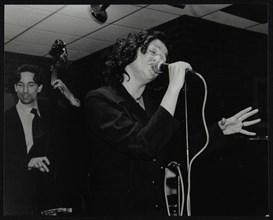 Sheena Davis and Rob Rickenberg performing at The Fairway, Welwyn Garden City, Hertfordshire, 2002. Artist: Denis Williams