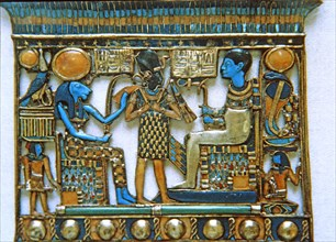 Treasure of Tutankhamen, jewel in the funerary trousseau in which the Pharaoh appears between the?