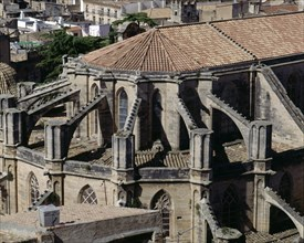 Apse of the Cathedral of Tortosa with buttresses and flying buttresses.
