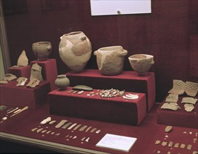 Grave goods found in the excavation of the Castilico Cave (Cobdar, Almería): ceramic vessels, sto?