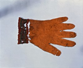 Episcopal glove belonging to the bishop Arnau de Jardí, taken from his tomb.