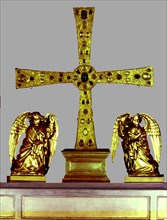 Angels Cross, year 808, it's part of the cathedral treasure preserved in the Holy Chamber of Ovie?